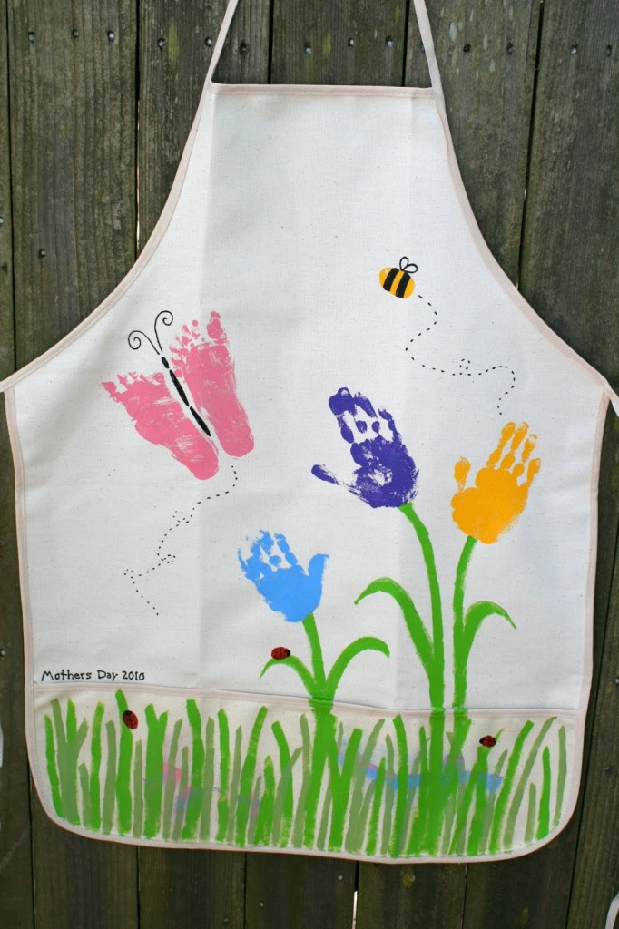 Mothers-Day-Handprint-Apron-682x1024